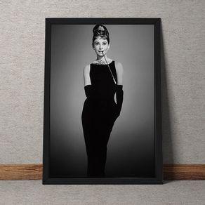 CN030-Audrey-Hapburn-vestido-preto-fundo-tecido