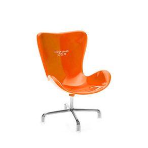 Suporte-para-celular-cadeira-laranja-173C-inclinada
