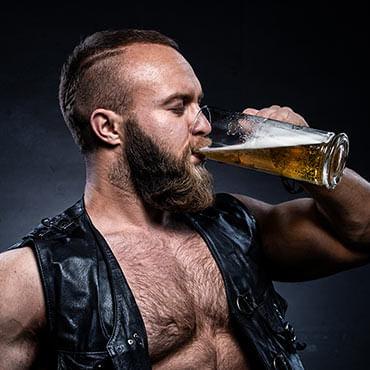 Namorado que aprecia Cerveja