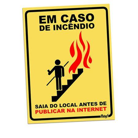Placa em Caso de Incêndio Saia do Local Antes de Publicar na Internet