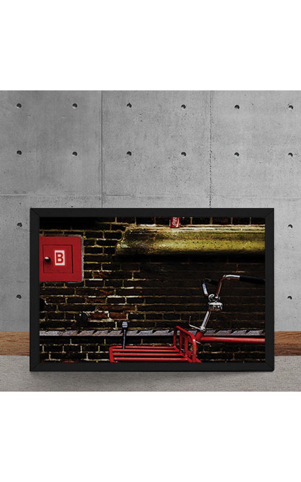 Foto 5 - Quadro Decorativo Bicicleta Vermelha Parede de Tijolos