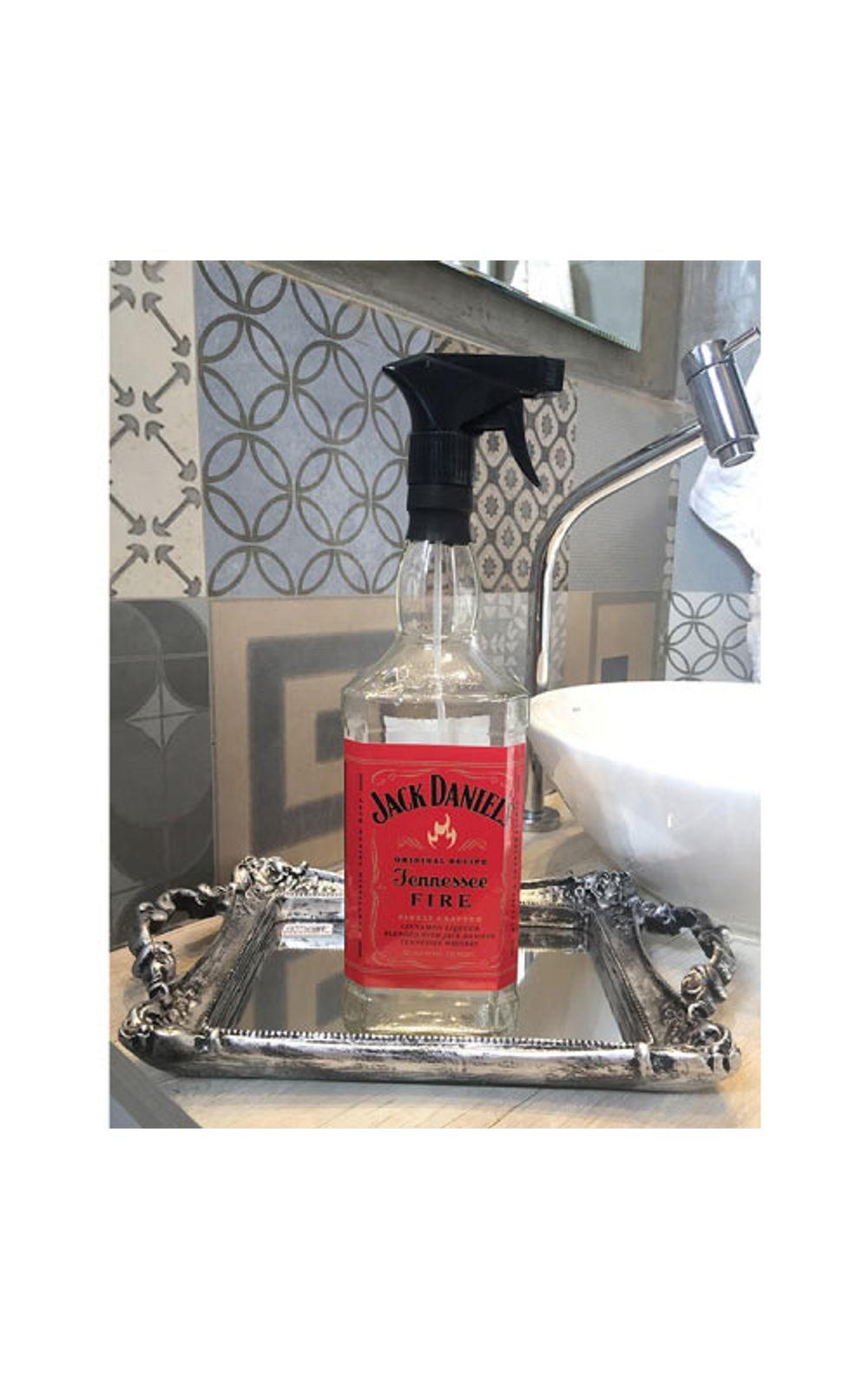 Foto 1 - Saboneteira Garrafa de Whisky Jack Daniels Rotulo Vermelho