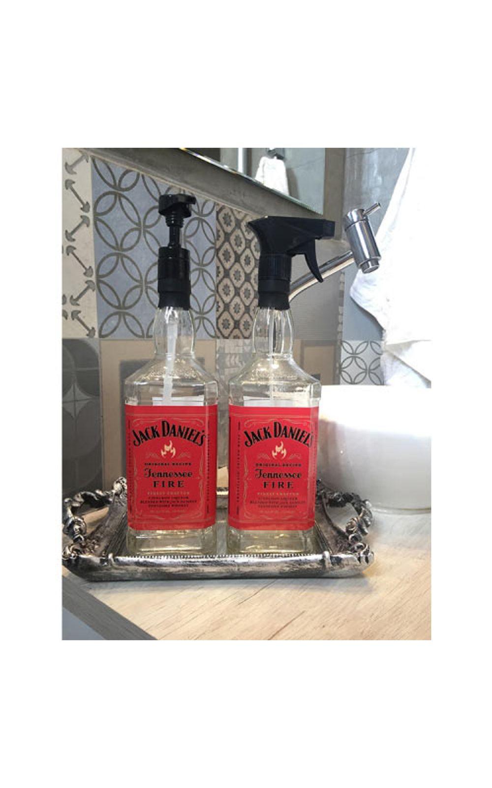 Foto 2 - Saboneteira Garrafa de Whisky Jack Daniels Rotulo Vermelho